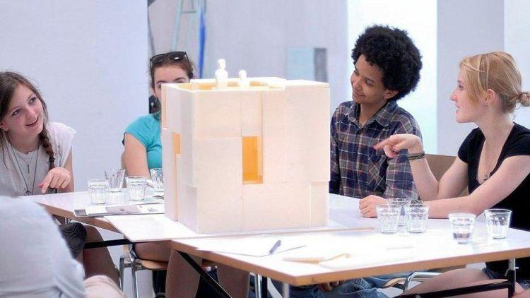 """Die Nelson-Mandela-Schule entwirft gemeinsam mit den Architekten von """"Ortner & Ortner"""" ihr Modell für das Projekt """"Building Blocks""""."""