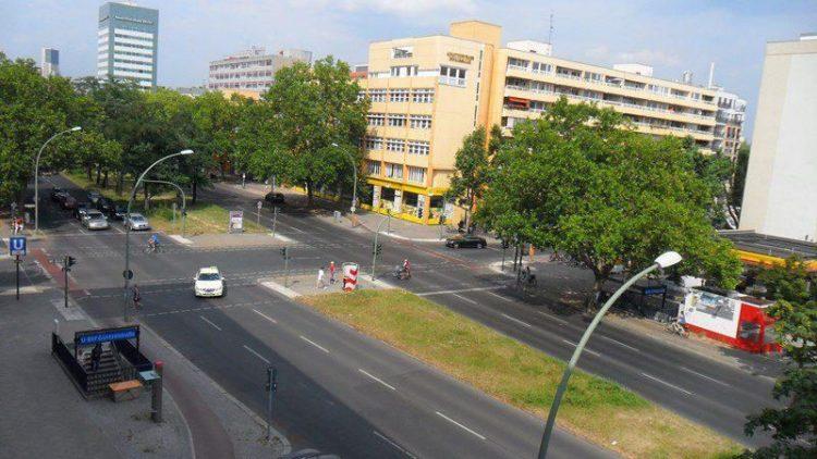 Blick aus der QIEZ-Redaktion: Die Bundesallee in Berlin-Wilmersdorf.
