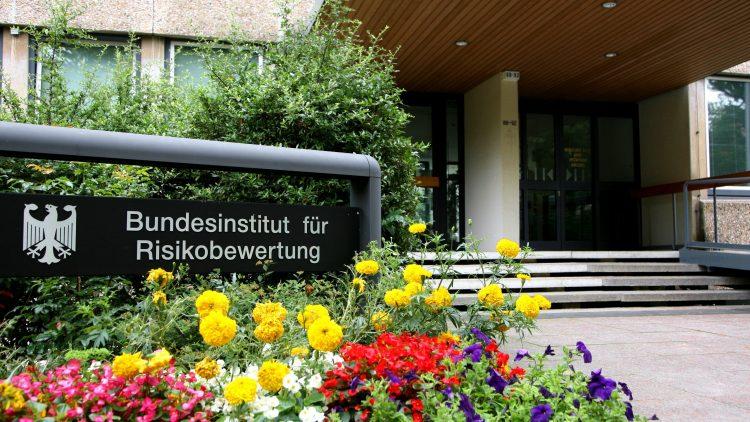 Bundesinstitut für Risikiobewertung: Hier werden Gifte und andere Gefahrenstoffe in Lebensmitteln und anderen Produkten identifiziert.