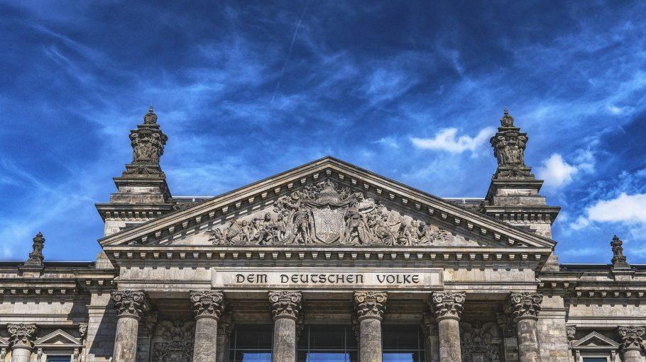 Dem deutschen Volke sind die Politiker verpflichtet. Das sind keine leeren Worte: Geh zur Wahl!