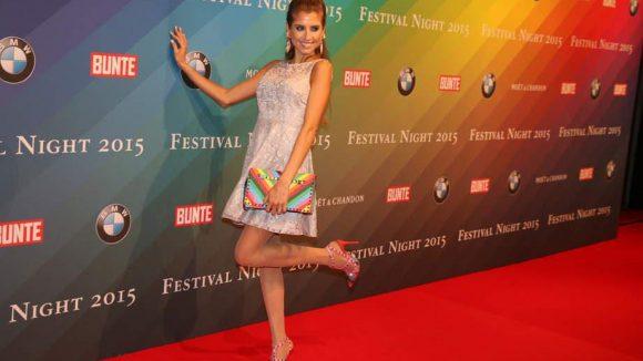 Eine bunte Prominenten-Schar traf sich auch bei der Festival Night des People-Magazins Bunte und des Autoherstellers BMW. Nicht fehlen durfte da natürlich Mats Hummels-Freundin Cathy Fischer.