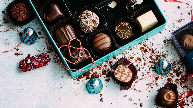 Rund, eckig, gefüllt oder bunt: Schokolade geht immer! Erst recht, wenn die Süßen aus einer Berliner Manufaktur kommen.