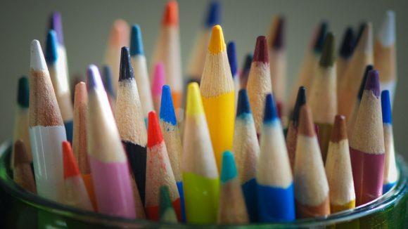 Na, ist dein Spross schon mit genügend Buntstiften ausgerüstet?