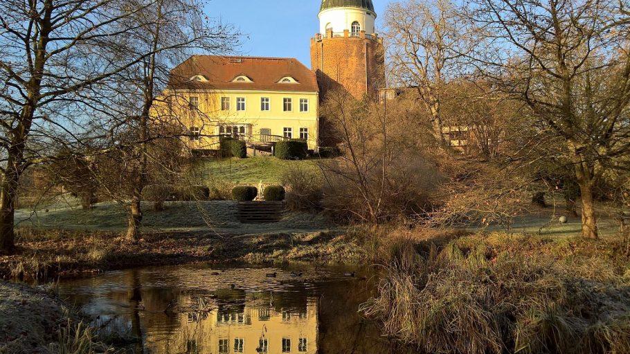 Wohnen wie ein echter Edelmann – das kannst du im Biohotel in der Burg Lenzen in Brandenburg.