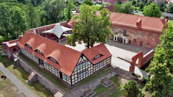 Die Burg in Storkow ist eine der vielen schönen Ecken, der kleine Ort nahe Berlin zu bieten hat.