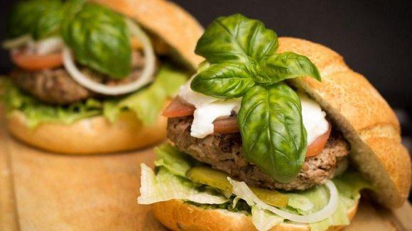 Amerikanisches Essen wird immer beliebter. Doch in Uncle Sam's Diner kommen nicht nur Burger-Fans auf ihre Kosten.