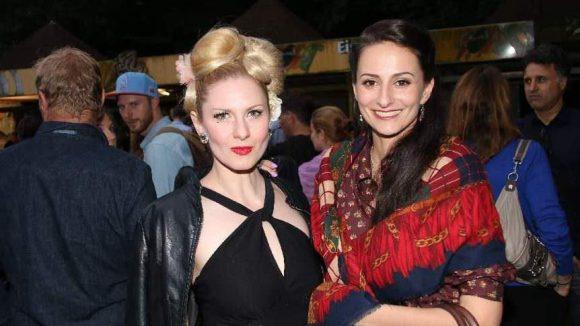 Frauen-Power-Duo: Burlesque-Künstlerin Marlene von Steenvag (l.) mit Sängerin Marla Blumenblatt.