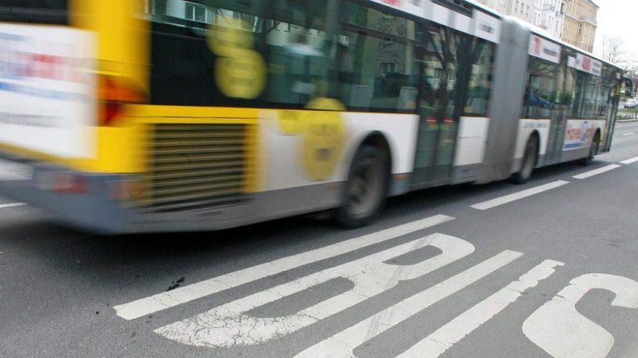 In Zehlendorf wehren sich Anwohner gegen Einsparungsmaßnahmen im Busverkehr der BVG.