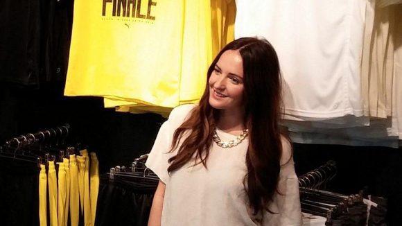 Moderatorin Johanna Klum kleidete sich nicht in Gelb, sondern wie am Abend zuvor bei der Liebeskind-Party im FluxBau in Weiß.