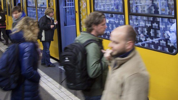 Wehe dem, der sich beim Filmen von BVG-Fahrzeugen erwischen lässt.