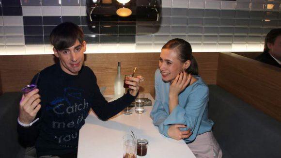Designer Kilian Kerner und Schauspielerin Alina Levshin machten es sich derweil gemütlich.