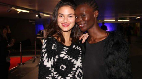 ... die Models Jackie Wiegand und Sarah Batt etwas fürs Auge.