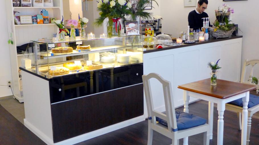 Im Café Fräulein Emily kannst du in gemütlicher Atmosphäre Kaffee, Kuchen und Kleinigkeiten aus Vietnam genießen.