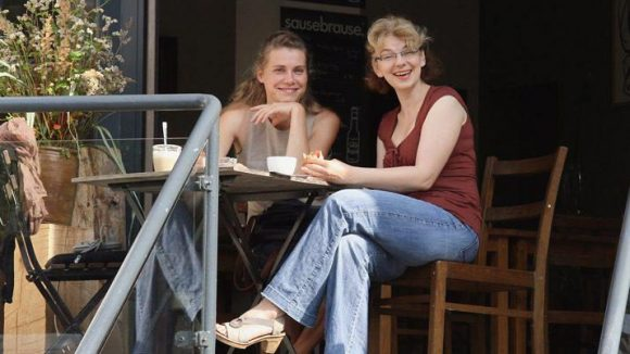 Die Café-Betreiberinnen Ann-Kathrin Mäsold (links) und Marta Susid.