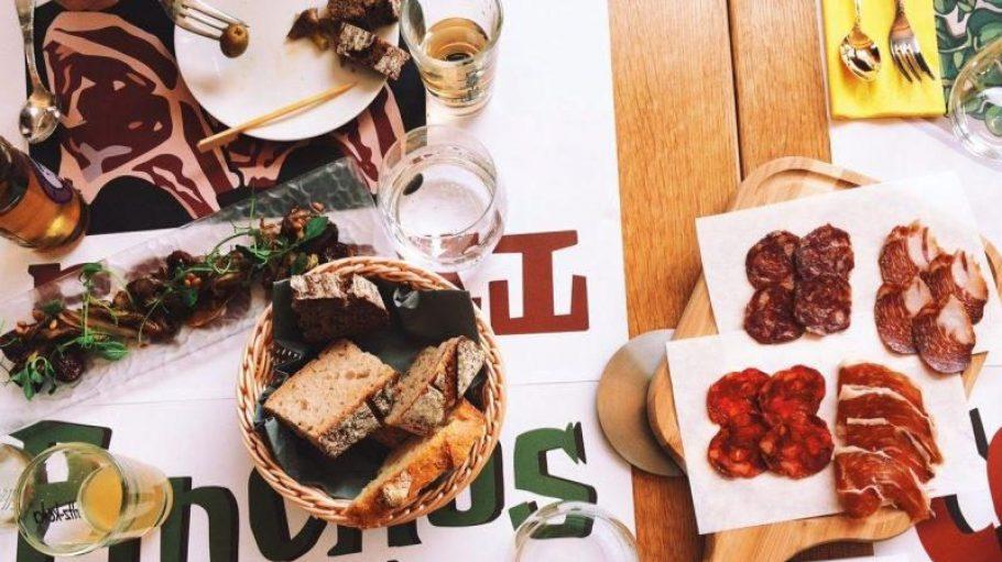 Ein Essen für alle! Das neue Camper Cafe in gleichnamigen Hotel serviert diverse spanische Tapas.