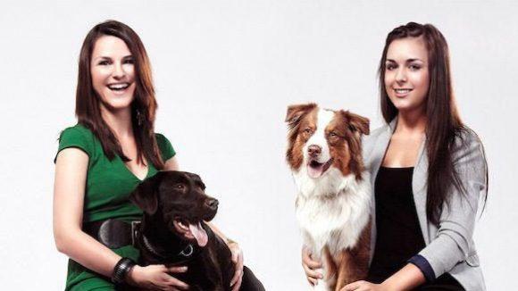 Die Gründerinnen Sarah und Sophia von Chamier mit ihren Hunden.