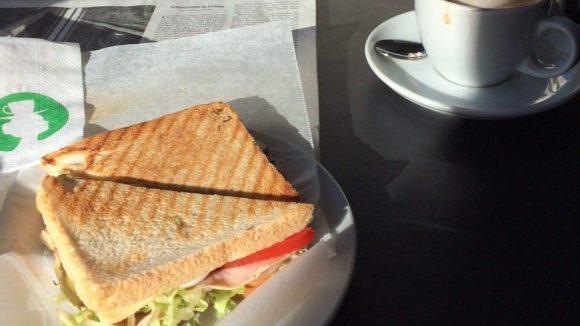 Der Coffeeshop von Caras liegt direkt am Kurfürstendamm.