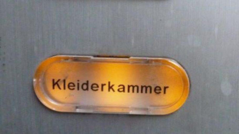 Hier geht es zum guten Zweck: Die Klingel der Kinderkleiderkammer der Caritas in der Pfalzburger Straße 18.