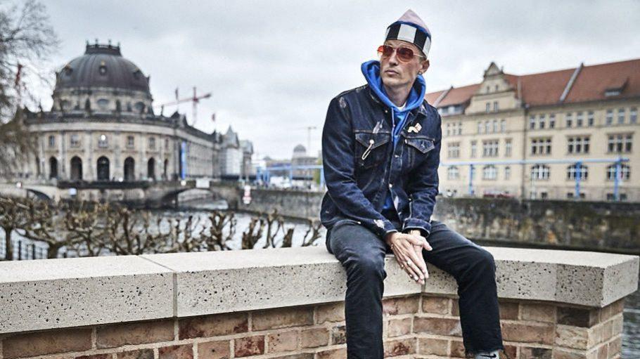 Bekannt für den etwas anderen Modeblog Dandy Diary, seine Outfits und legendären Fashion Week Partys: Carl Jakob Haupt.