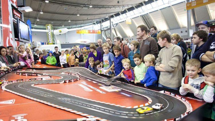 Die Rennbahn bei der Carrera Challenge dürfte etwas größer sein als die in den eigenen vier Wänden.