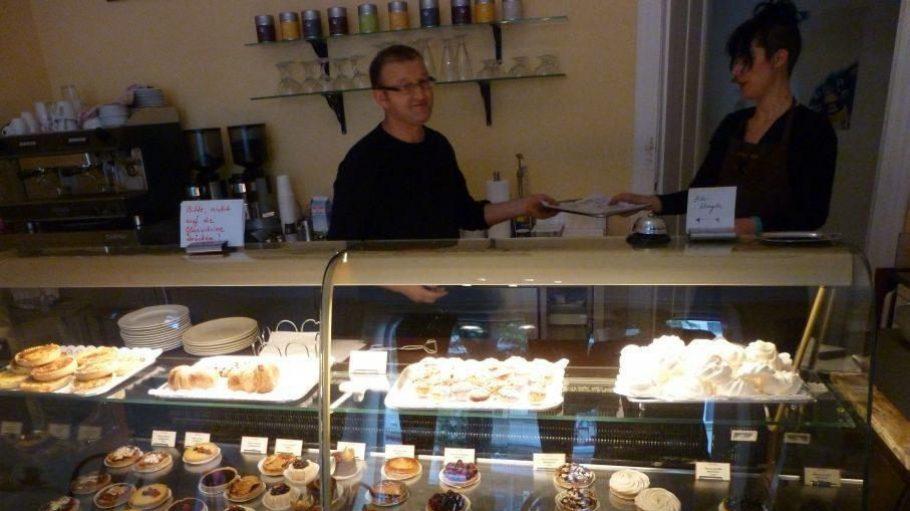 Äußerst leckere Tartes und einiges mehr gibt es in der französischen Pâtisserie Aux Plaisirs in der Belziger Straße.