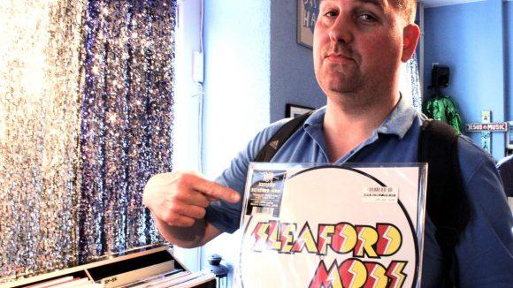 Carsten Regel ist Chef im Muschi Obermaier, neuerdings Drehbuchautor und verrückt nach Musik. Eine seiner Lieblingsbands: die Sleaford Mods.