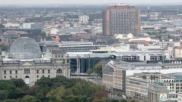 Im Stadtbild nicht zu übersehen: Die Bettenburg der Charité-Universitätsmedizin in Mitte.