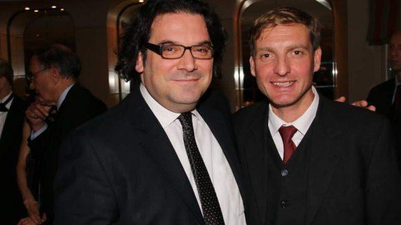 Gideon Joffe (l.) ist Vorsitzender der Jüdischen Gemeinde Berlin, Uwe Neumärker als Direktor der Stiftung Denkmal für die ermordeten Juden Europas sozusagen der Empfänger der Spenden.