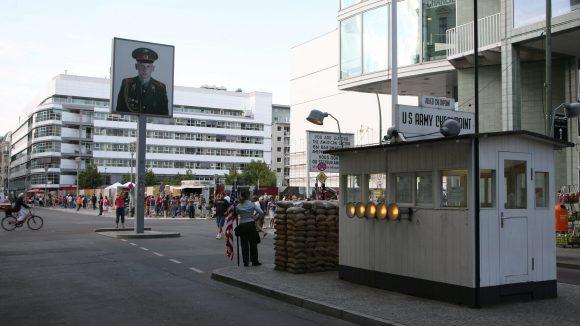 Am Checkpoint Charlie soll unter anderem ein neues Museum zum Kalten Krieg gebaut werden.