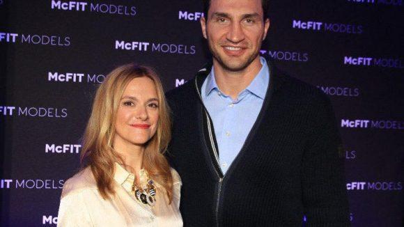 Und die Fitnessstudio-Kette MCFit hat ihre eigene Modelagentur eröffnet. Die Chefin der MCFit Model Agency Anja Tillack mit Stargast Wladimir Klitschko.