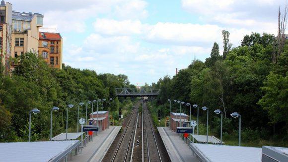 Grün und Schienen an Stelle von Beton.