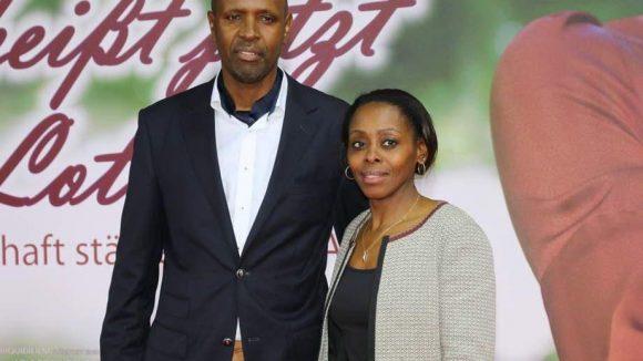 ... sowie Christine Nkulikiyinka, die Botschafterin von Ruanda, in Begleitung ihres Ehemanns Jacques Nshimyumukiza.