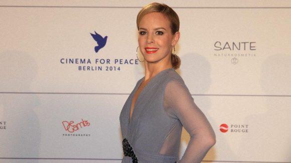In typischer Pose zeigte sich auch Tänzerin Isabel Edvardsson.