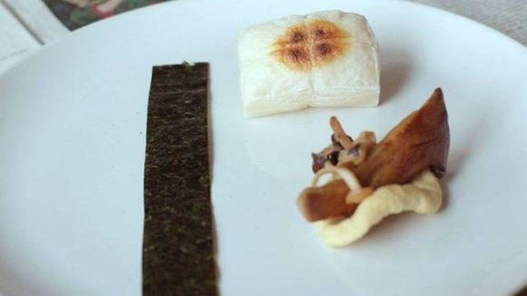 Wieder in Bezug zum Film stehend ist der dritte Gang: japanischer Reiskuchen an Pilzen und Apfelringen.