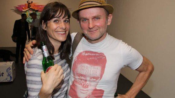 """Auch Künstler Jim Avignon wollte sich """"What the Fuck is Heimat?*"""" nicht entgehen lassen. Neben ihm: Freundin Katharina Schilling."""