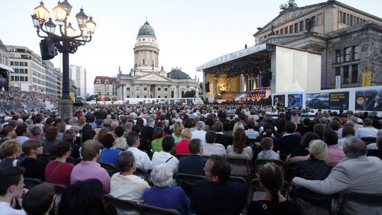 Vom 3. Juli bis zum 8. Juli findet am Gendarmenmarkt das Classic Open Air statt.