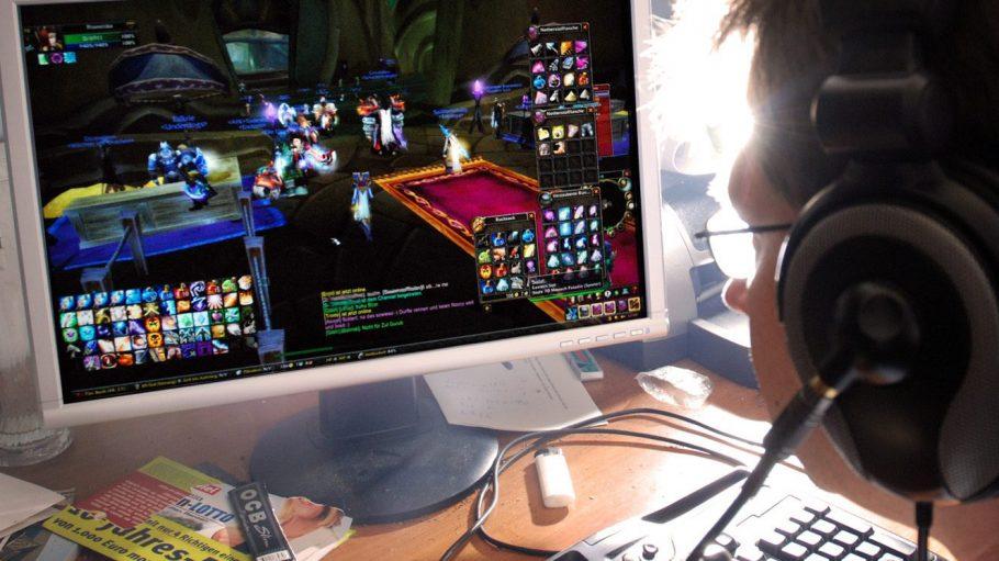 Im virtuellen Leben lässt es sich leicht gewinnen. Im realen Dasein weniger, da ist es oft mit Mühe und Arbeit und Frust verbunden. Viele Computerfans ziehen sich dann lieber auf das Spiele-Alter-Ego im Netz - und aus dem wahren Leben zurück.