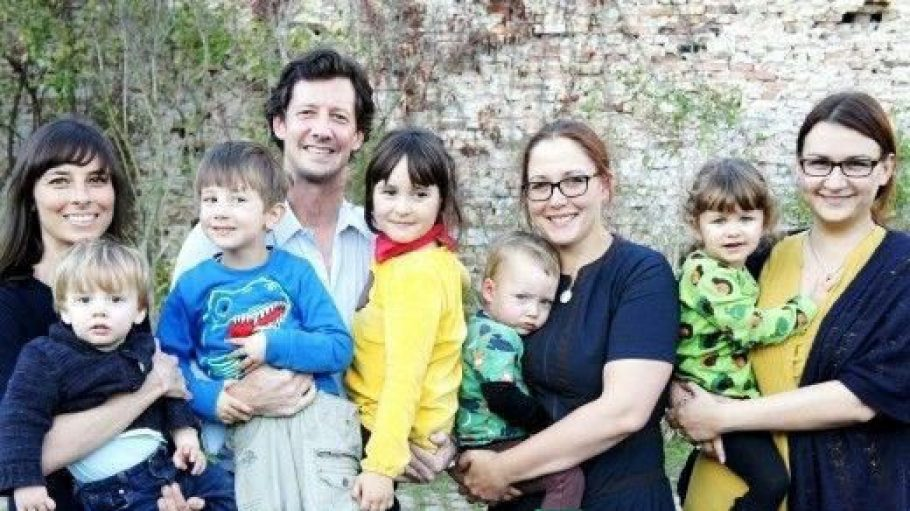 Das Coworking-Toddler-Team (v.l.n.r.): Sandra Runge, Marc Runge, Susanne Mierau und Ulrike Käfer, jeweils mit ihren Kindern.