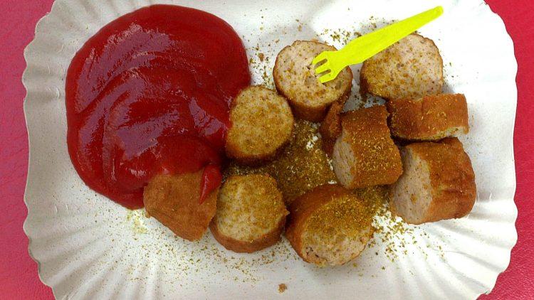 Die berühmt-berüchtigte Currywurst.