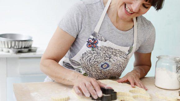 Berlins Backkönigin Cynthia Barcomi darf beim Feinschmeckerfestival natürlich nicht fehlen. Mit ihr könnt ihr diesmal Pie backen lernen.