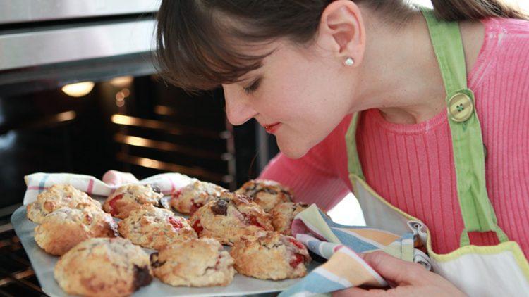 Hmm, wie das duftet. All ihre Rezepte probiert Cynthia Barcomi daheim in ihrer Zehlendorfer Küche aus.