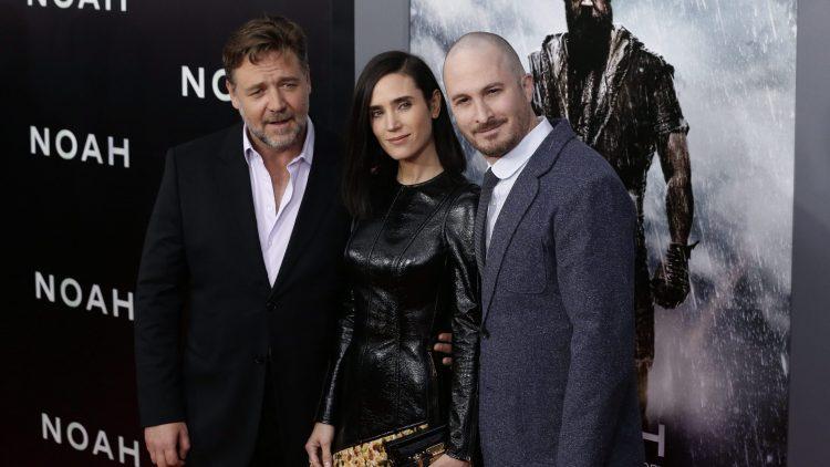 """Bekannt auf dem internationalen Film-Parkett: Darren Aronofsky (r.) wird 2015 Chef der Berlinale-Jury. Hier bei der Premiere von """"Noah"""" mit Russell Crowe und Jennifer Connelly."""