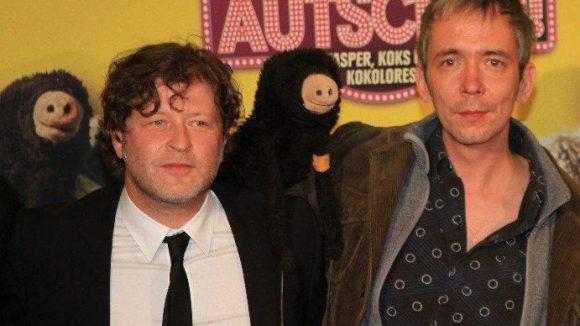 Darsteller Holger Kraft mit Regisseur René Marik - und Puppe Maulwurf.