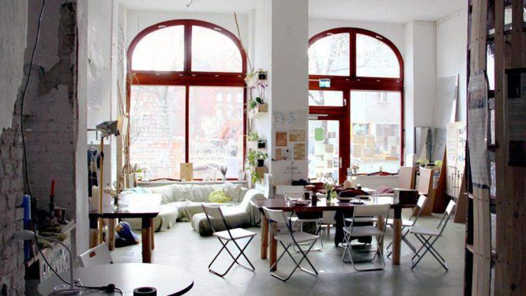Im Baumhaus treffen sich Menschen, die sich für eine bessere Welt in ihrer Nachbarschaft, in Berlin und darüber hinaus engagieren wollen.