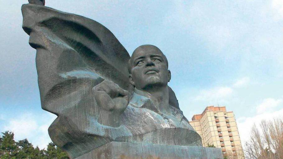 Das Denkmal für den Politiker Ernst-Thälmann im gleichnamigen Park.