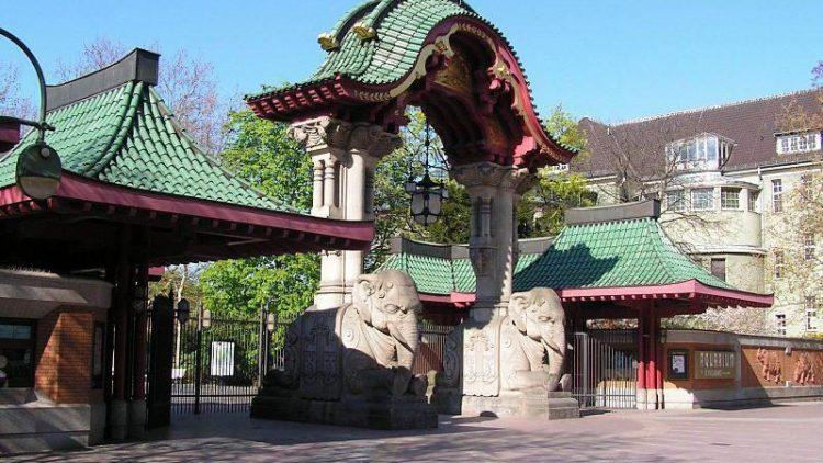 Das Elefantentor ist der Haupteingang zum Berliner Hauptstadtzoo.