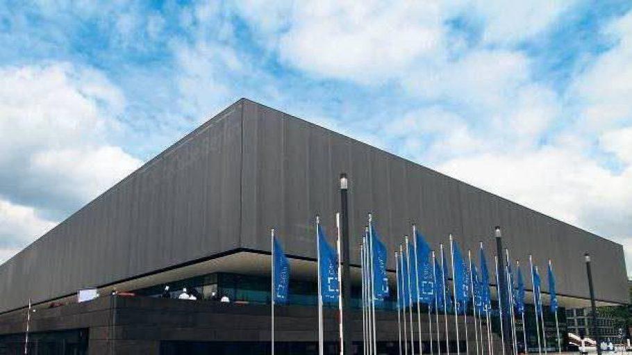 Charlottenburgs Silberbau. Das neue Kongresszentrum City Cube am Messegelände. Es kann auch anthrazit wirken.