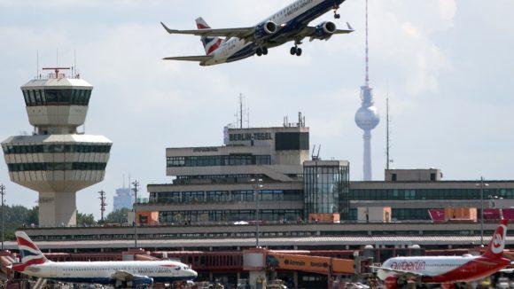 Schon jetzt sind die Kapazitäten des ziemlich maroden Flughafens Tegel komplett überlastet. Die Berliner wollen Tegel trotzdem offenhalten.