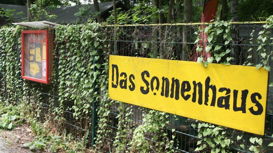 Schon von außen grün: Das Sonnenhaus in Berlin-Zehlendorf, am Stadtrand gelegen