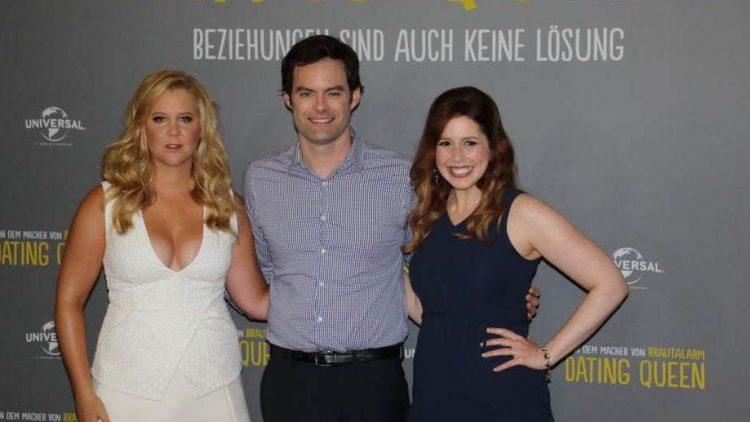 """Die Hauptdarsteller der Komödie """"Dating Queen"""": Amy Schumer (links, spielt Amy) glaubt nicht an Monogamie. Doch als der von Bill Hader (mitte) verkörperte Dr. Aaron Conners in ihr Leben tritt, muss sie ihre Prioritäten überdenken. Vanessa Bayer (rechts) spielt Amys Arbeitskollegin Nikki."""